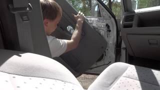 Снятие  обшивки передней и задней двери на Mazda Demio (Ford Festiva Mini Wagon)