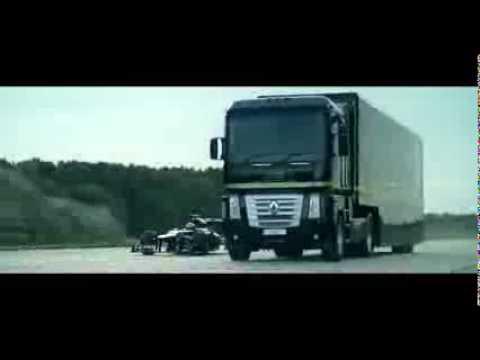 Un Renault Magnum salta un Lotus F1 Team