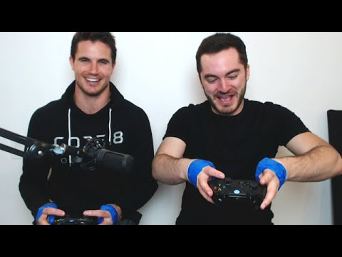 NO THUMBS CHALLENGE w/ Robbie Amell