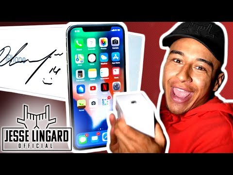 iPHONE GIVEAWAY Signed by Jesse! | Treasure Hunt in Jesse's House! | Jesse Lingard