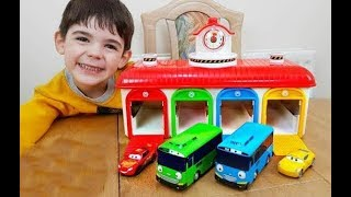 Playing with The Little Bus- Cars Garage Toy Review