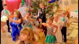 """Общий танец-вход на утренник """"Новый год, новый год, ёлка, шарики, хлопушки..."""""""