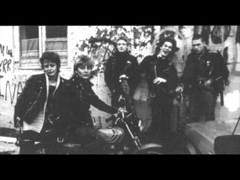 Q4U-Nacht Und nebel 1982 (Iceland Punk-HC Punk )
