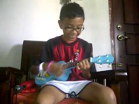 Playing Ukulele Song Payphone Youtube