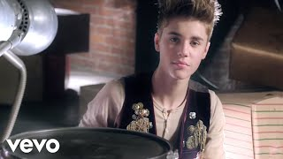 Justin Bieber - Santa Claus Is Coming To Town Arthur Christmas Version