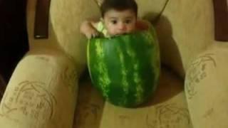 Beba u lubenici