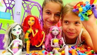 Видео для девочек. Купальник для Монстер Хай из шариков