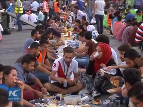 Thousands attend Ramadan fast-breaking meal in Jordan's Amman