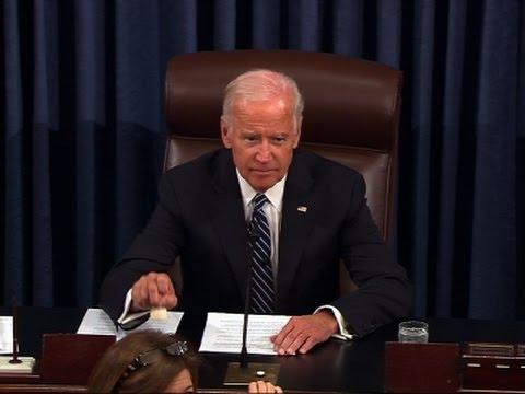 Raw: Biden Swears In Senate of 115th Congress