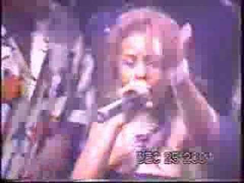 Lil Kim Performing