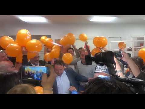Llegada de Rubén Gómez a la sede de Cs Cantabria tras el resultado electoral