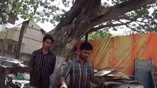 IHL197. Индийская сладость джалеби (Galebi), готовят прямо на улице в кипящем масле и сиропе