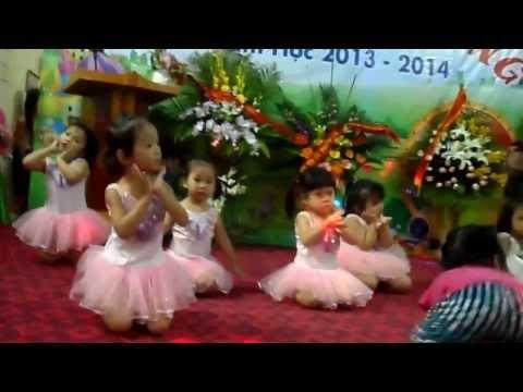 """Các bé lớp 3 tuổi múa"""" cho con"""""""