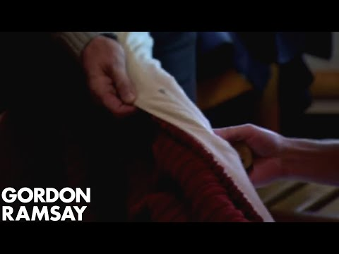 Gordon Ramsay Finds DRIED BLOOD On His Bed Sheet | Hotel Hell