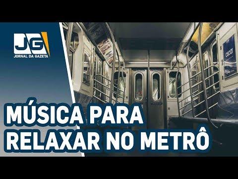 No metrô, música ambiente para relaxar