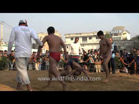 Kids Fight For Money At A Kushti Competition In Delhi