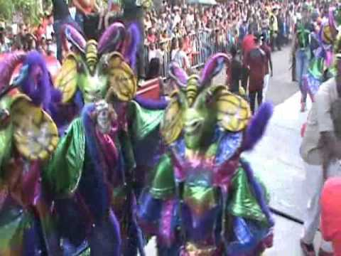 Población maeña disfrutó el desfile final de su carnaval