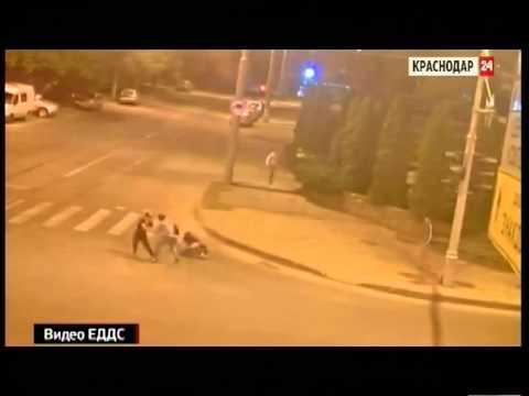Городские камеры Краснодара сняли потасовку на трамвайных путях