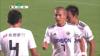 右サイドを駆け上がった前田 大然(松本)がスピードを生かしてボールを...