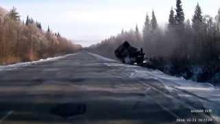 21 октября 2014г. Между Сосногорском и Ухтой грузовой автомобиль протаранил внедорожник при обгоне