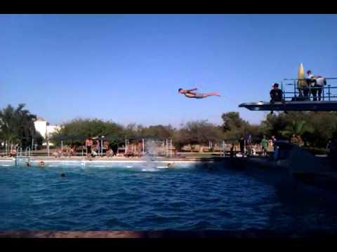 Plongeoir de grande piscine khouribga youtube for Plongeoir de piscine