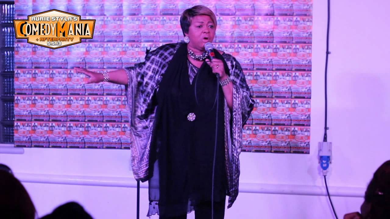 Glenda Jaxson Gives The Crowd A Rollercoaster Ride Of Laughter Comedymania May 2013