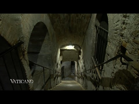 Vaticano 206  20150628 – The underground labyrinth of Rome