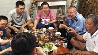 【食味阿远】阿远小舅子要来,整的羊肉串,光准备的大闸蟹就花了500,真过瘾   Shi Wei A Yuan