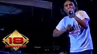 Download Lagu Caffeine - Aku Takkan Memiliki  (Live Konser Pekalongan 18 Agustus 2006) mp3