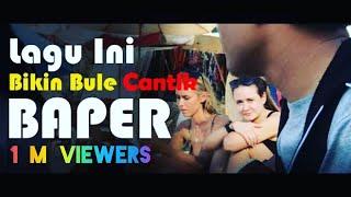 Dinyanyiin lagu Romantis, Bule di Bali ini Baper #TeamTina