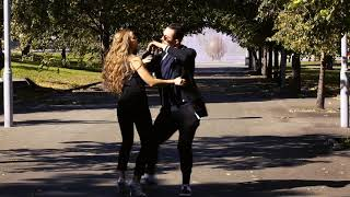 Евгений и Елена танцуют бачату