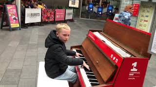 Kid Plays Amazing Piano Dance Mix