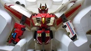 意外用滿划算的價錢買到這組!算是很棒的東西!!!! 可惜這種台灣製的勇者系列大概都已經停產了買一隻少一隻阿大家真的要好好保護自己的舊玩具...