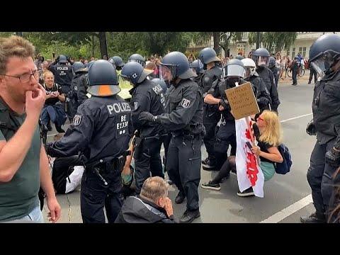 شاهد: صدامات بين رافضين لتدابير الإغلاق والشرطة الألمانية…  - نشر قبل 7 ساعة