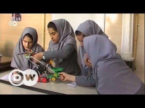Afgan kızlar robotlarıyla meydan okuyor - DW Türkçe