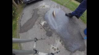 Как отмыть от бензина и масляный пятен от асфальта и бетона