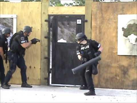 Ram Breach Kodiak Multi Breach Door & Ram Breach Kodiak Multi Breach Door - YouTube
