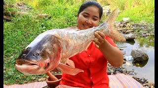 Cooking Big Fish with Spicy Recipe for food By village - Cooking Life