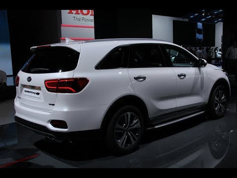Посмотрим на новый КИА Соренто 2018 и SUV В класса Stonic.