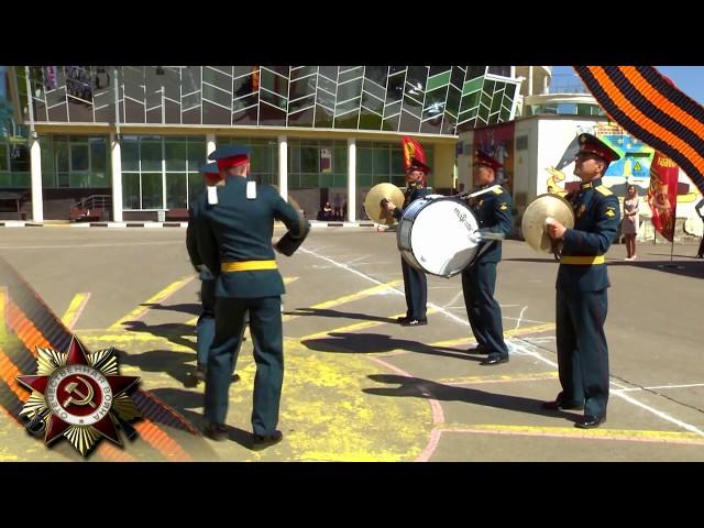 Показательное выступление барабанщиков ко Дню Победы