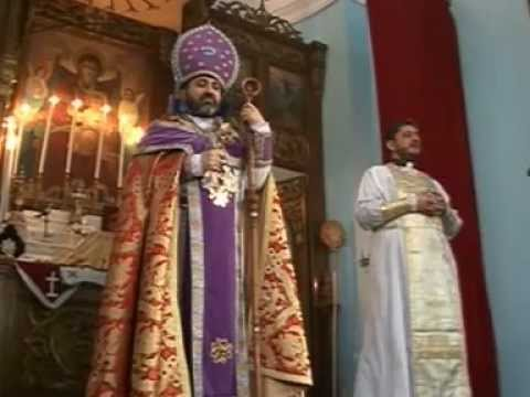 """LITURGHIE LA BISERICA ARMEANĂ BRĂILA - Arhimandritul Datev HAGOPIAN, Întâistătătorul Bisericii Armene din România, însoţit de un sobor de preoţi, a oficiat o liturghie la Biserica Armeană din Brăila, în prezenţa Excelenţei Sale, domnul Hamlet GASPARIAN, ambasadorul Republicii Armenia la Bucureşti şi a numeroşi membri ai Comunităţilor Armene din Brăila, Bucureşti, Galaţi, Suceava, Târgu Ocna şi Focşani (24 martie 2013). Imagine: Gabriel Stoica (Muzeul Brăilei """"Carol I"""