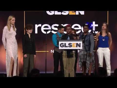 Academy for Young Writers GSA Accepts GSA of the Year Award at the 2016 GLSEN Respect Awards – NY