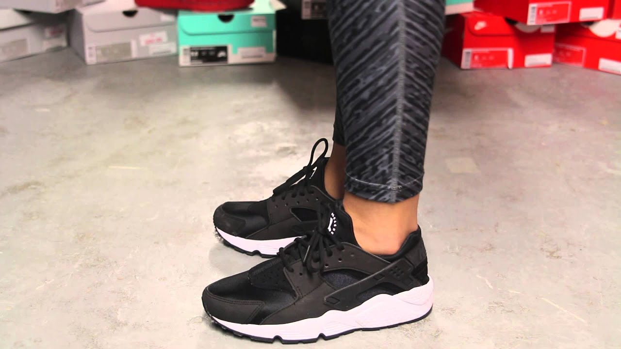nike huarache black and white womens