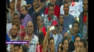 الحسناوات يخطفن الأنظار بملعب برج العرب.. فيديو