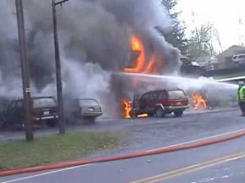 Potes Garage Fire Roaring Spring PA Oct 7 2010.wmv