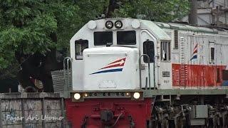 vuclip Kompilasi Perlintasan Kereta Api Indonesia Tersibuk #8 (Indonesia Railroad Crossing Train)