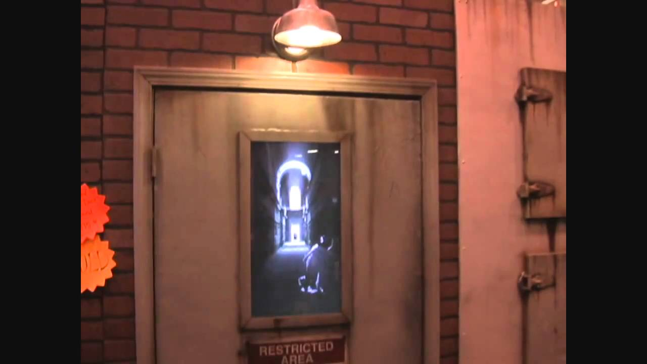 The Asylum Door Haunted House Animatronic Halloween