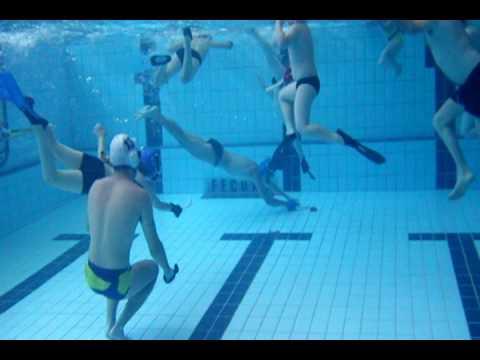 Entrenament hoquei subaquatic youtube for Aletas natacion piscina