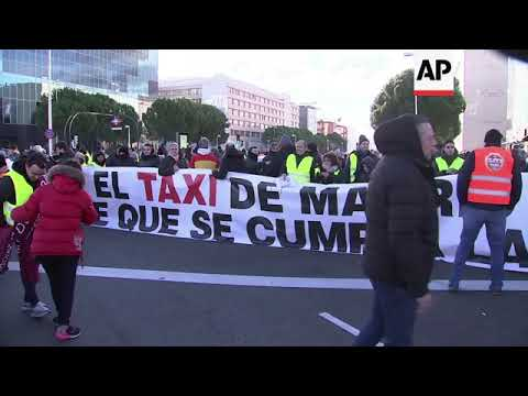Madrid taxi drivers block access to tourism fair