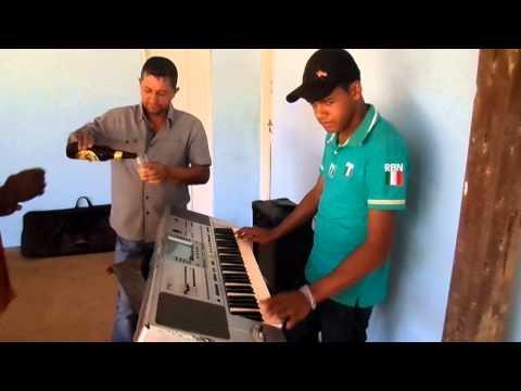 Juninho e seus teclados